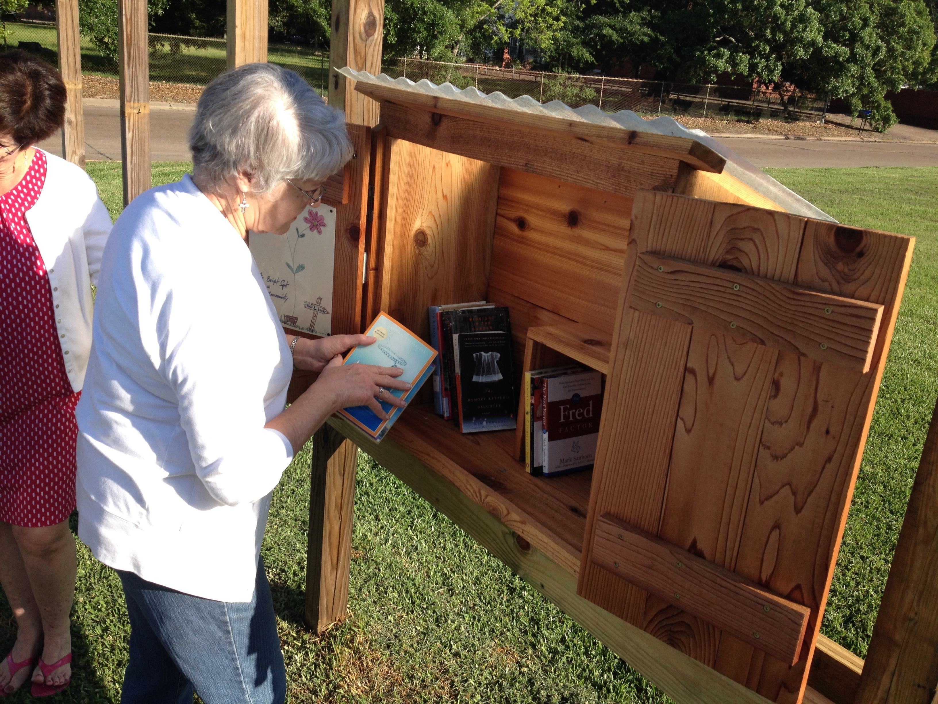 Little Free Library World Map.Friends Of The Library Dedicate Their Little Free Library